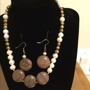 Jewelry - Pearl and agate necklace